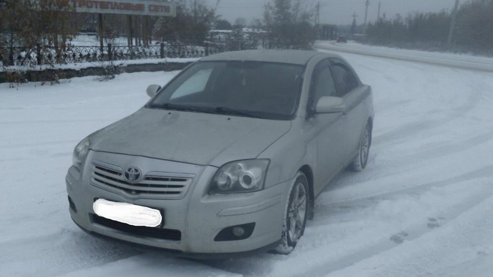 Подержанный Toyota Avensis, отличное состояние, серебряный металлик, 2006 года выпуска, цена 440 000 руб. в Челябинской области