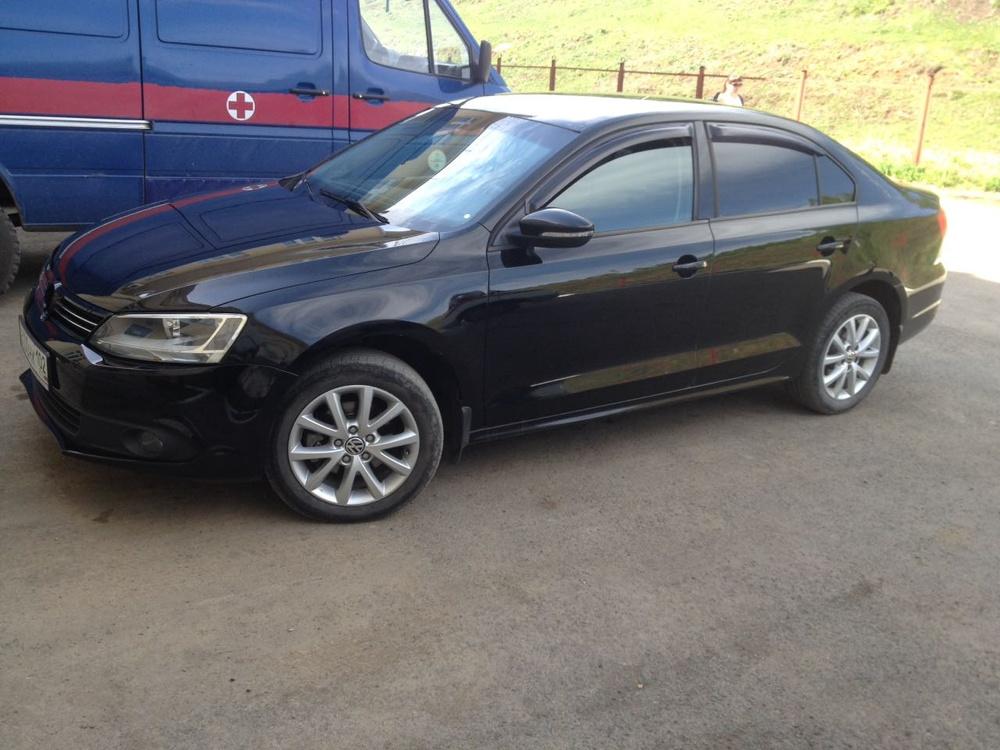 Подержанный Volkswagen Jetta, хорошее состояние, черный , 2012 года выпуска, цена 550 000 руб. в Челябинской области