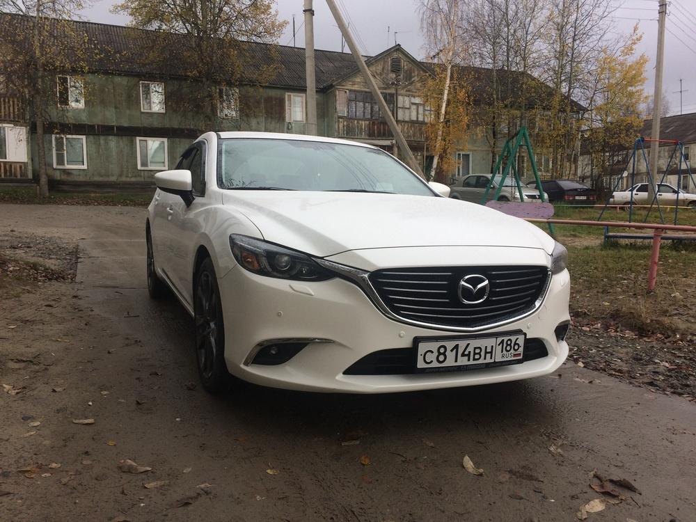 Подержанный Mazda 6, отличное состояние, белый , 2015 года выпуска, цена 1 480 000 руб. в ао. Ханты-Мансийском Автономном округе - Югре