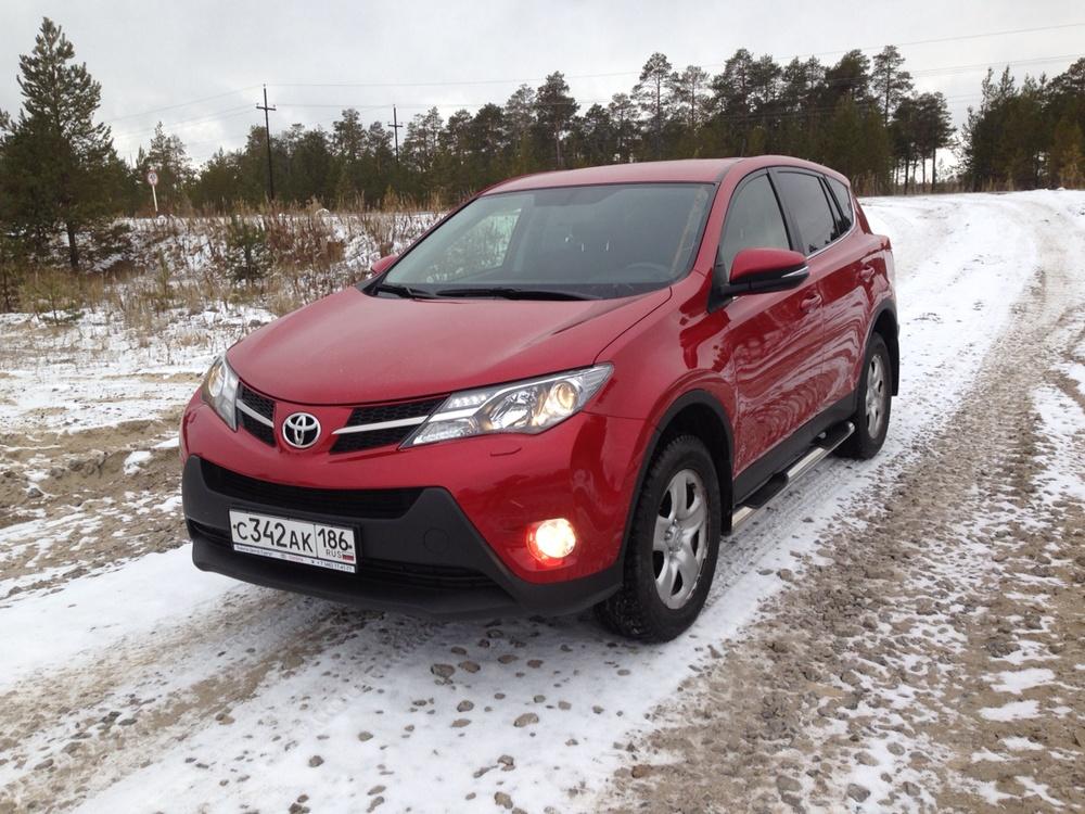 Подержанный Toyota RAV4, отличное состояние, красный , 2014 года выпуска, цена 1 300 000 руб. в ао. Ханты-Мансийском Автономном округе - Югре