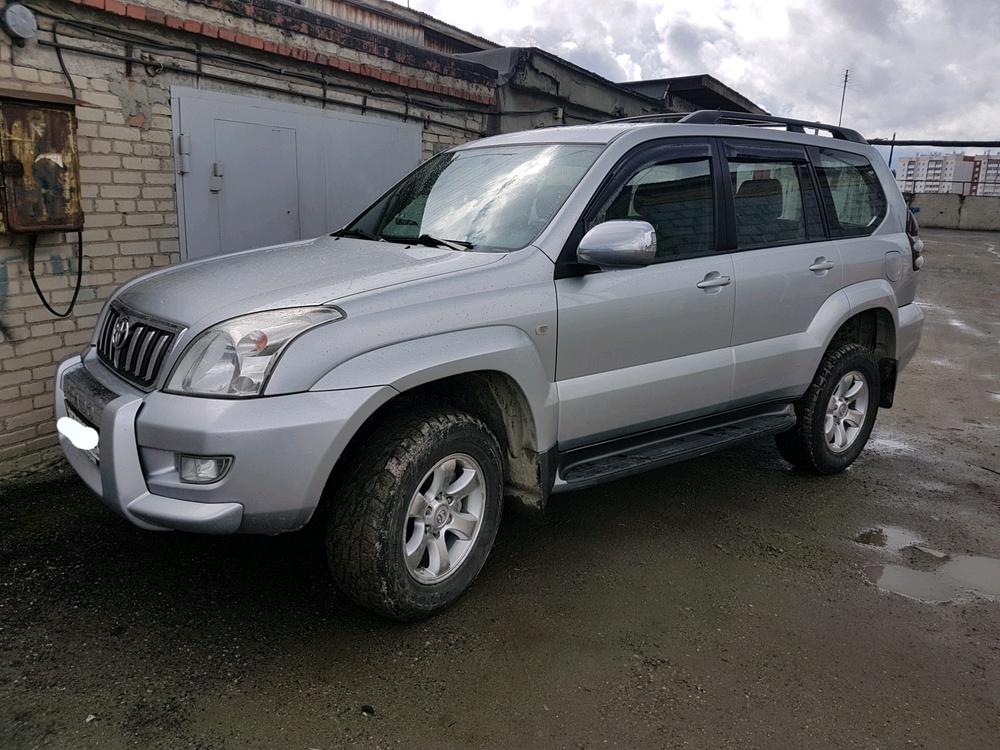Подержанный Toyota Land Cruiser Prado, отличное состояние, серебряный металлик, 2006 года выпуска, цена 1 210 000 руб. в Екатеринбурге