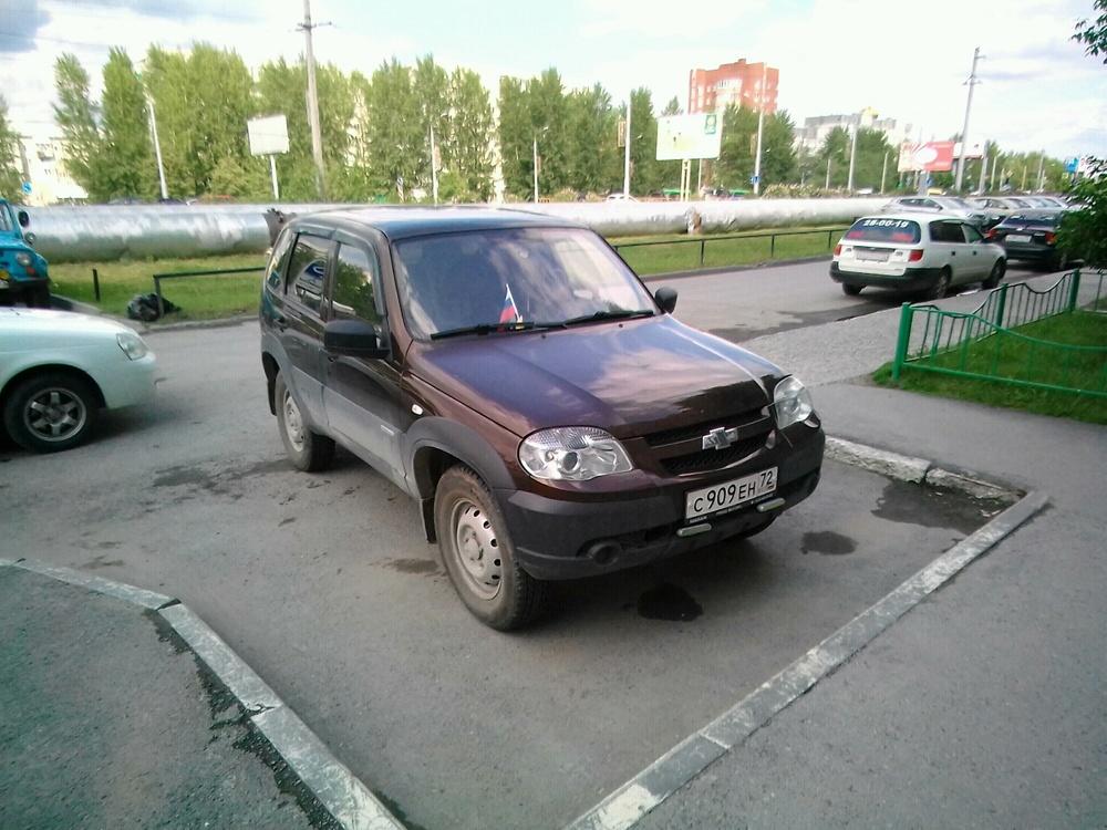 Подержанный Chevrolet Niva, хорошее состояние, коричневый , 2012 года выпуска, цена 340 000 руб. в Тюмени