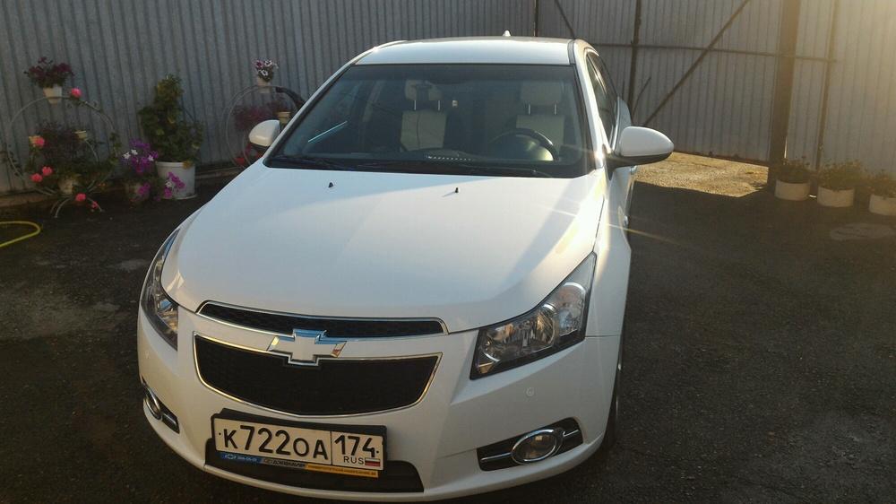Подержанный Chevrolet Cruze, отличное состояние, белый , 2012 года выпуска, цена 570 000 руб. в Челябинской области