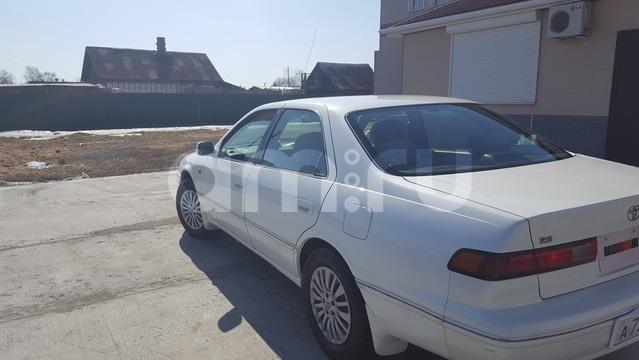 Подержанный Toyota Camry, хорошее состояние, белый , 1998 года выпуска, цена 250 000 руб. в Владивостоке