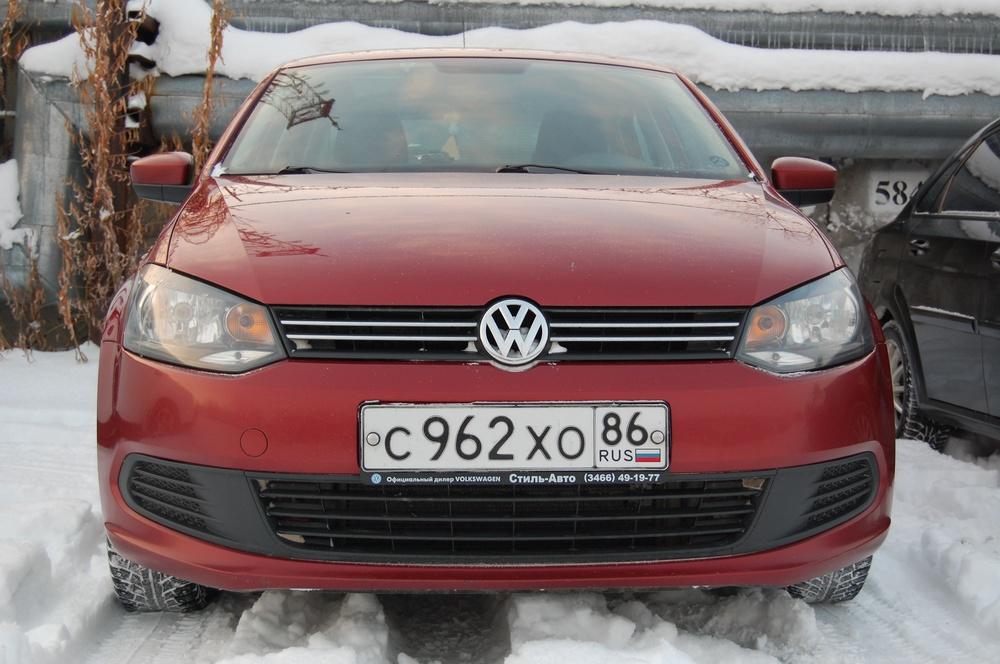 Подержанный Volkswagen Polo, хорошее состояние, бордовый металлик, 2012 года выпуска, цена 422 000 руб. в ао. Ханты-Мансийском Автономном округе - Югре