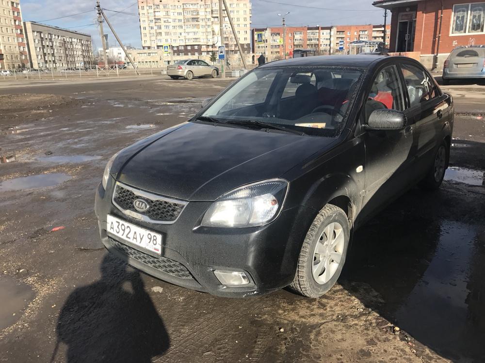 Подержанный Kia Rio, отличное состояние, черный , 2010 года выпуска, цена 350 000 руб. в Санкт-Петербурге