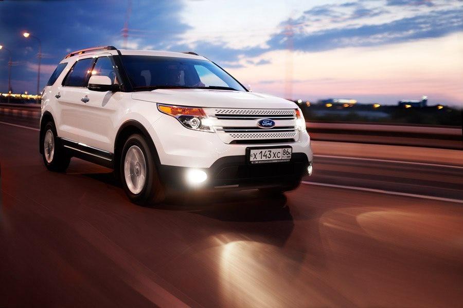 Подержанный Ford Explorer, хорошее состояние, белый перламутр, 2012 года выпуска, цена 1 500 000 руб. в ао. Ханты-Мансийском Автономном округе - Югре