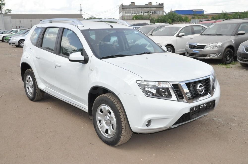 Подержанный Nissan Terrano, отличное состояние, белый , 2015 года выпуска, цена 800 000 руб. в Челябинской области