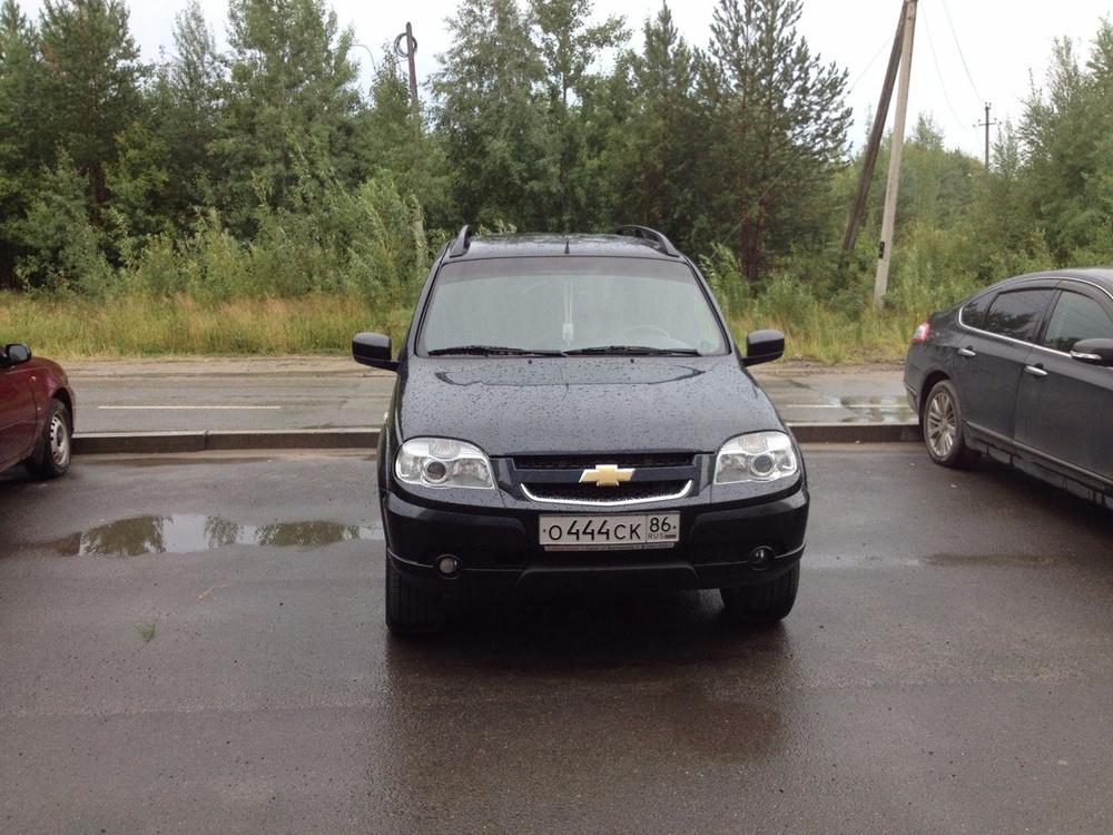 Подержанный Chevrolet Niva, отличное состояние, черный , 2012 года выпуска, цена 450 000 руб. в ао. Ханты-Мансийском Автономном округе - Югре