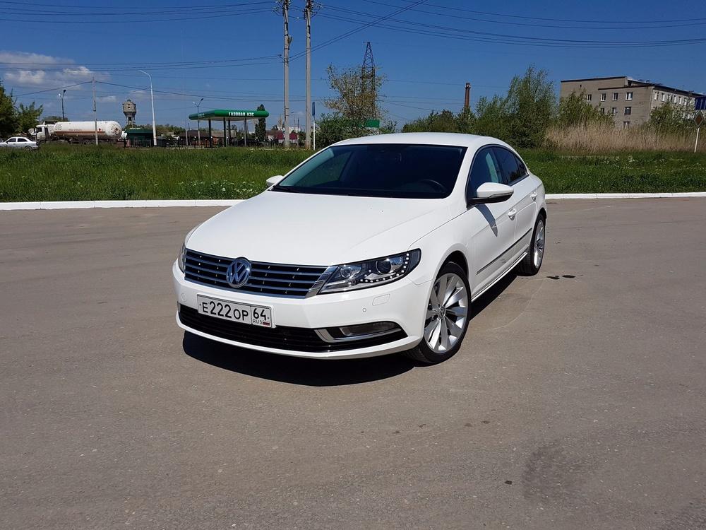 Подержанный Volkswagen Passat CC, отличное состояние, белый , 2013 года выпуска, цена 1 095 000 руб. в Саратове