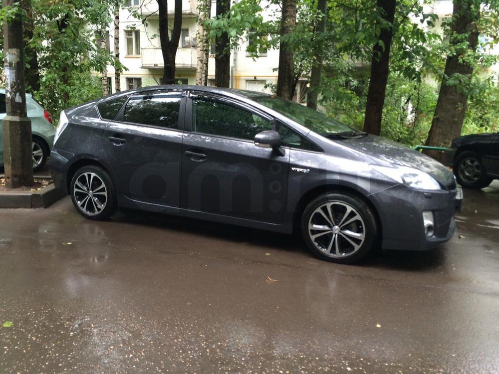 Подержанный Toyota Prius, отличное состояние, синий , 2010 года выпуска, цена 780 000 руб. в Омске