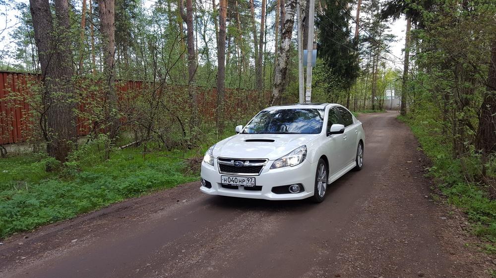 Подержанный Subaru Legacy, хорошее состояние, белый перламутр, 2012 года выпуска, цена 1 200 000 руб. в ао. Ханты-Мансийском Автономном округе - Югре