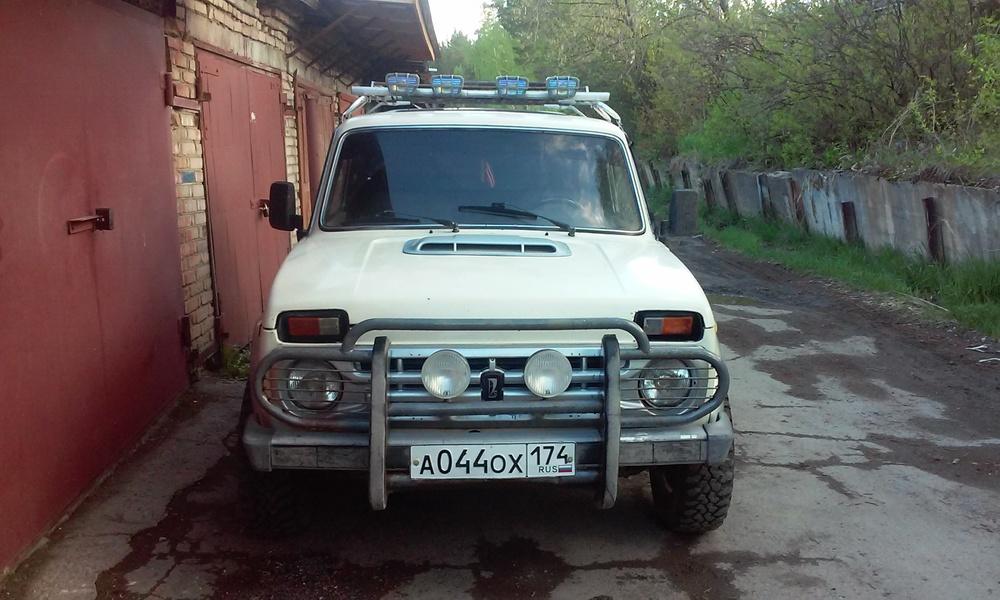 Подержанный ВАЗ (Lada) 4x4, хорошее состояние, белый , 2000 года выпуска, цена 130 000 руб. в Челябинской области