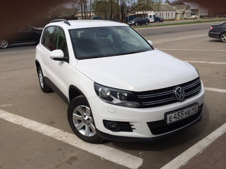 Подержанный Volkswagen Tiguan, отличное состояние, белый , 2012 года выпуска, цена 750 000 руб. в Костромской области