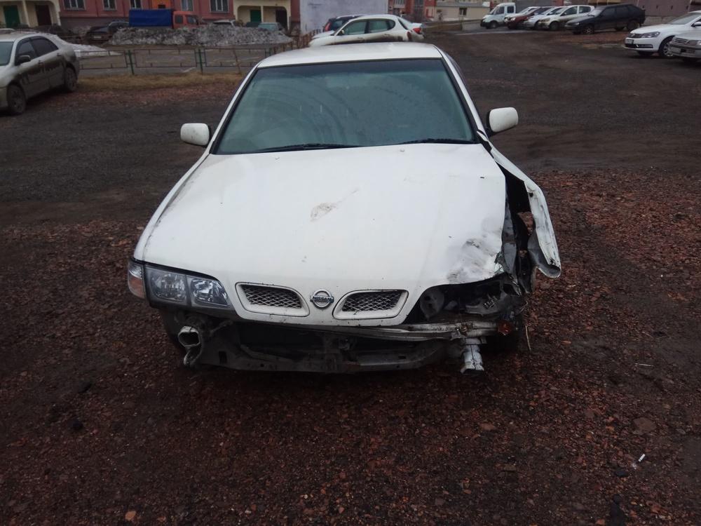 Подержанный Nissan Primera, битый состояние, белый , 2000 года выпуска, цена 75 000 руб. в Кемеровской области