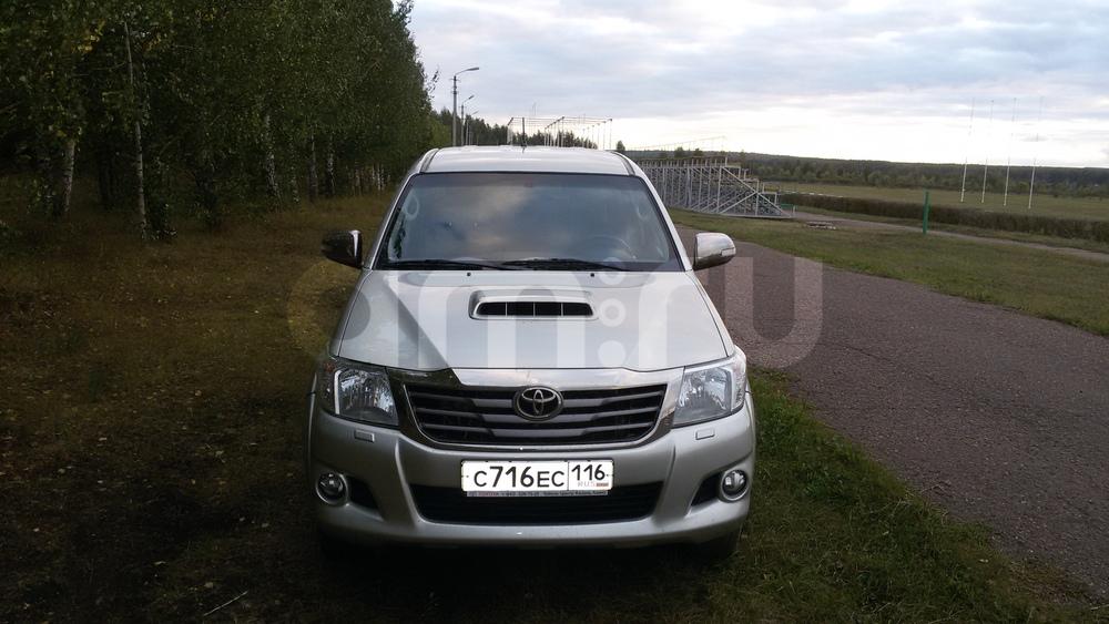 Подержанный Toyota Hilux, отличное состояние, серебряный перламутр, 2012 года выпуска, цена 1 000 000 руб. в республике Татарстане