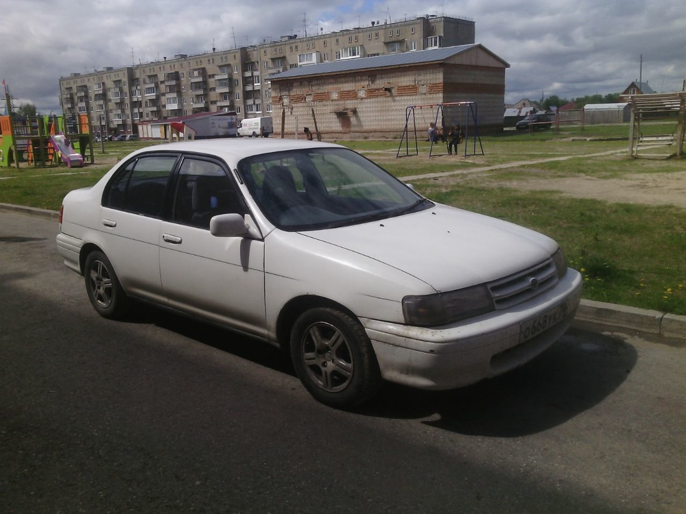 Подержанный Toyota Corsa, хорошее состояние, белый , 1994 года выпуска, цена 110 000 руб. в Томской области