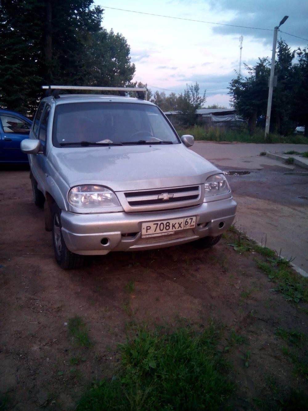 Подержанный Chevrolet Niva, хорошее состояние, серебряный , 2005 года выпуска, цена 185 000 руб. в Смоленской области