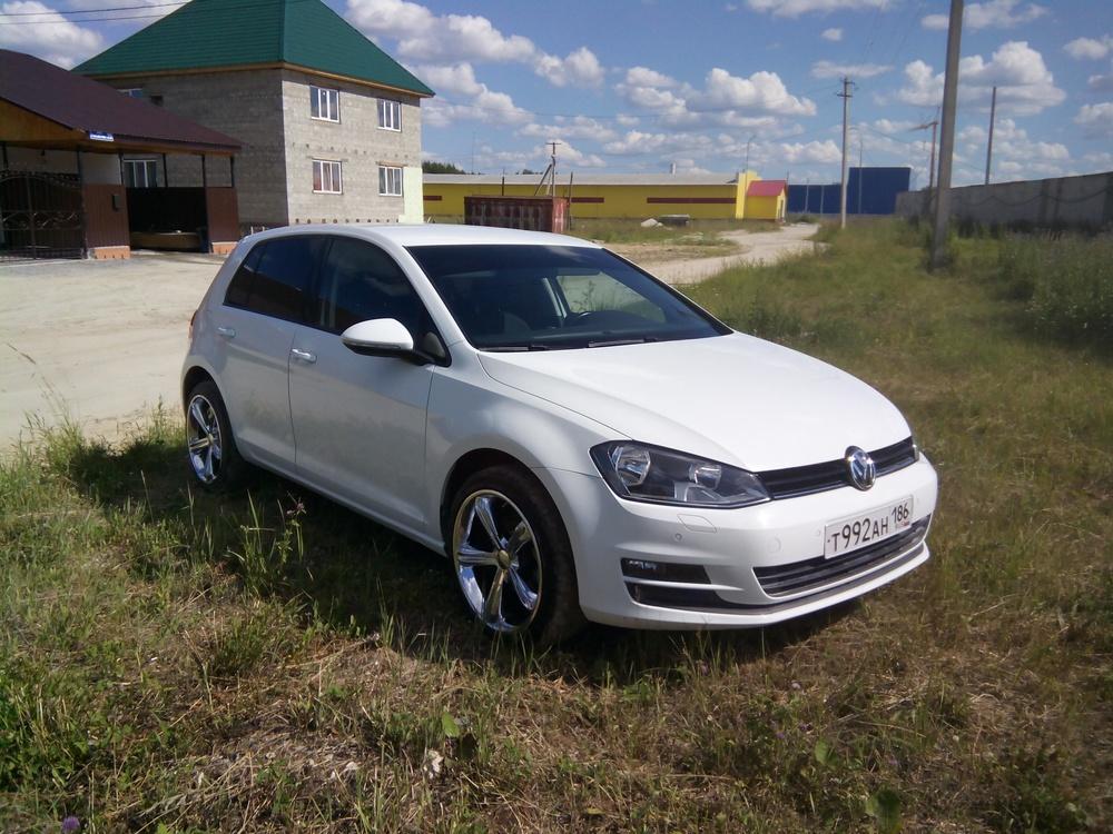 Подержанный Volkswagen Golf, хорошее состояние, белый металлик, 2013 года выпуска, цена 660 000 руб. в ао. Ханты-Мансийском Автономном округе - Югре