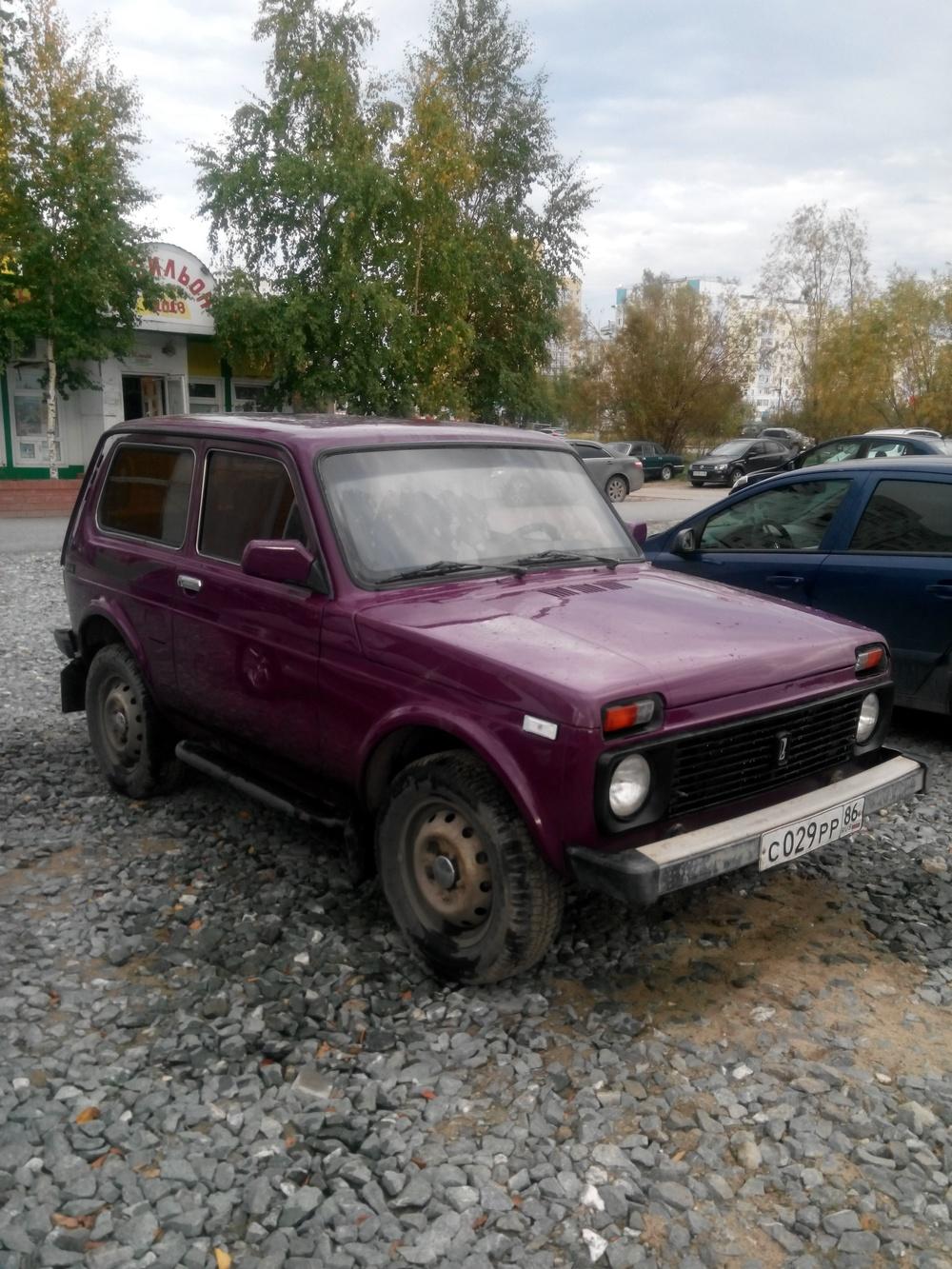 Подержанный ВАЗ (Lada) 4x4, хорошее состояние, бордовый , 2001 года выпуска, цена 165 000 руб. в ао. Ханты-Мансийском Автономном округе - Югре