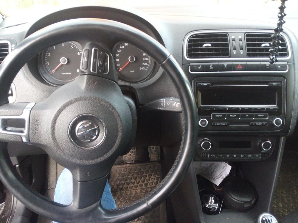 Подержанный Volkswagen Polo, хорошее состояние, черный , 2011 года выпуска, цена 410 000 руб. в ао. Ханты-Мансийском Автономном округе - Югре