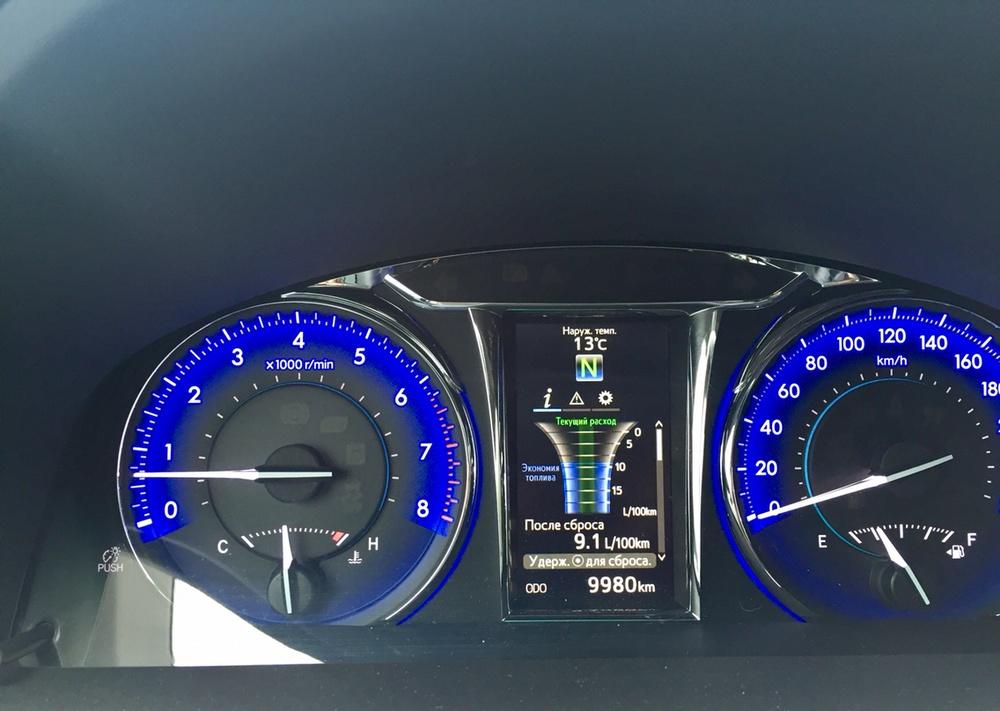 Подержанный Toyota Camry, отличное состояние, белый , 2015 года выпуска, цена 1 399 000 руб. в Челябинской области