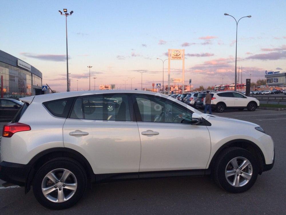 Подержанный Toyota RAV4, отличное состояние, белый перламутр, 2014 года выпуска, цена 1 300 000 руб. в Нижнем Новгороде