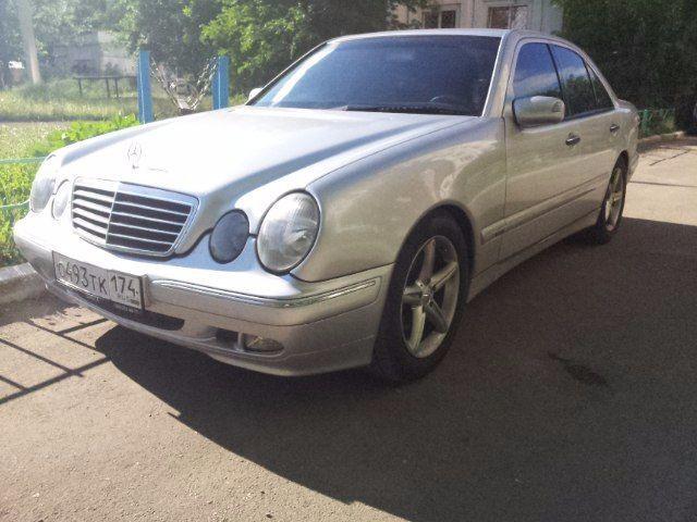 Подержанный Mercedes-Benz E-Класс, хорошее состояние, серебряный , 1997 года выпуска, цена 240 000 руб. в Челябинской области