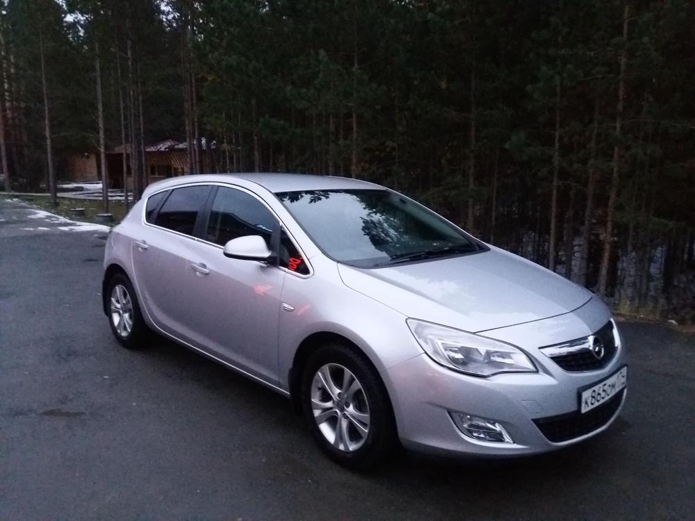 Подержанный Opel Astra, хорошее состояние, серебряный металлик, 2012 года выпуска, цена 530 000 руб. в Челябинской области