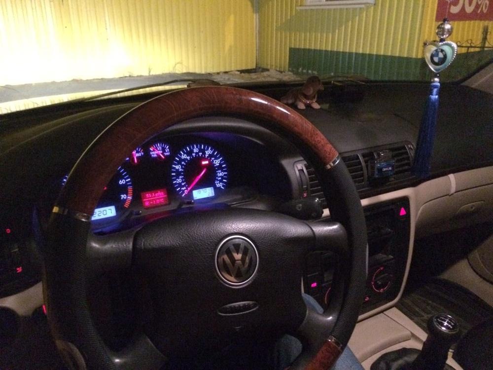 Подержанный Volkswagen Passat, хорошее состояние, мокрый асфальт , 2000 года выпуска, цена 220 000 руб. в ао. Ханты-Мансийском Автономном округе - Югре