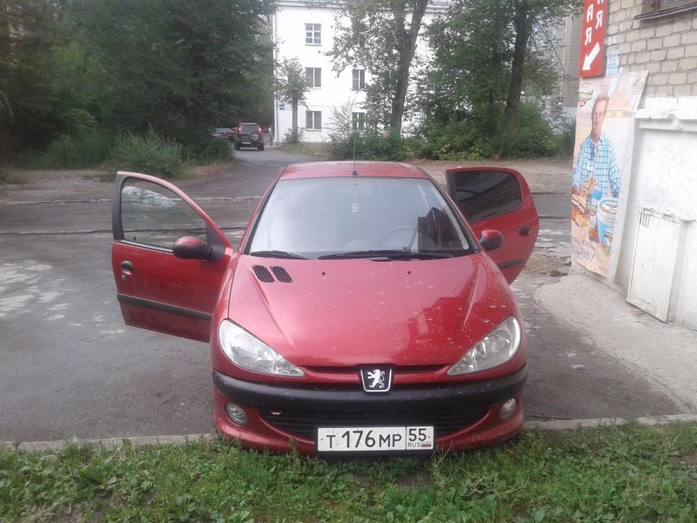 Подержанный Peugeot 206, хорошее состояние, красный металлик, 2009 года выпуска, цена 230 000 руб. в Челябинской области