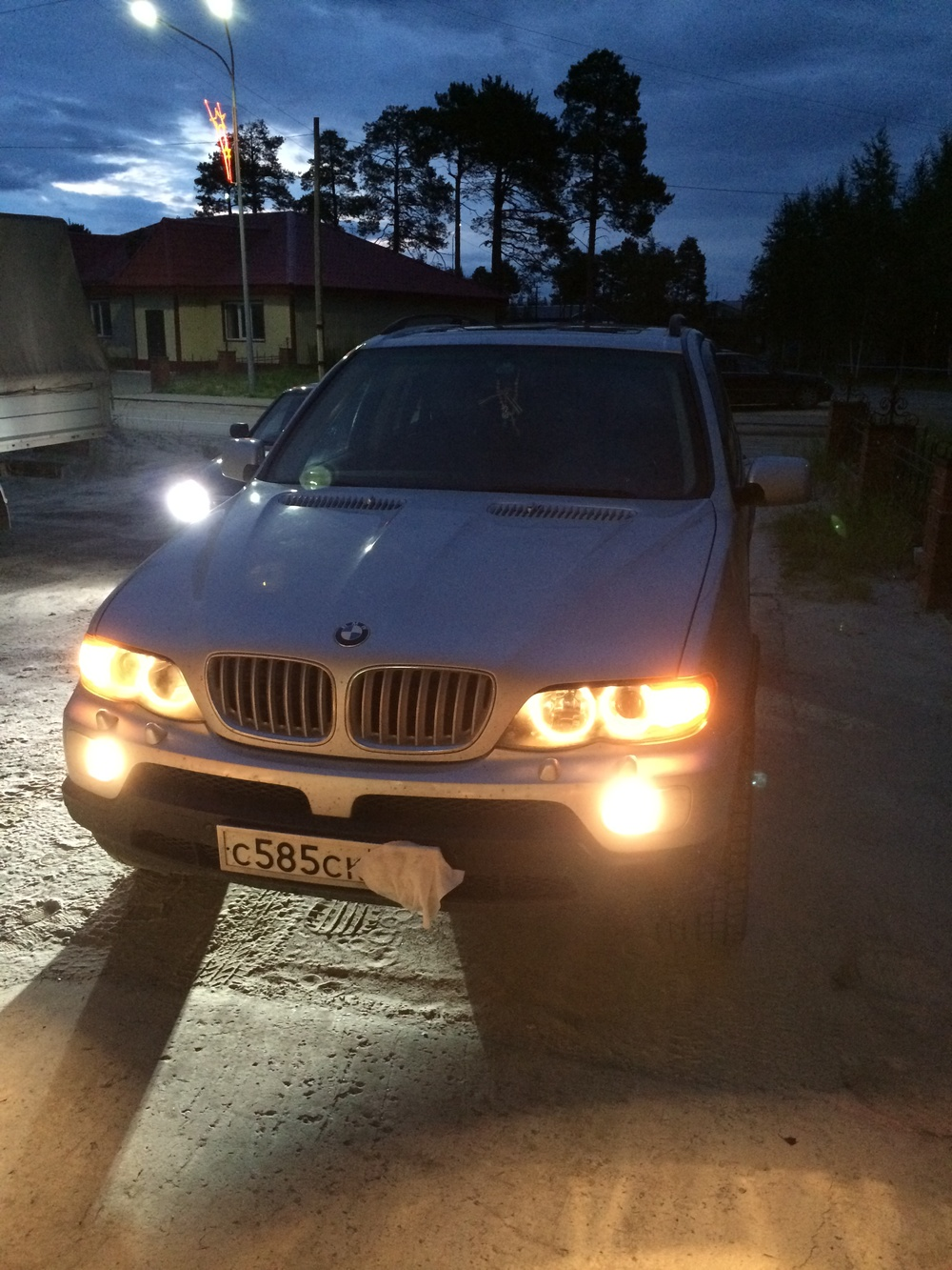 Подержанный BMW X5, хорошее состояние, серебряный металлик, 2004 года выпуска, цена 650 000 руб. в ао. Ханты-Мансийском Автономном округе - Югре