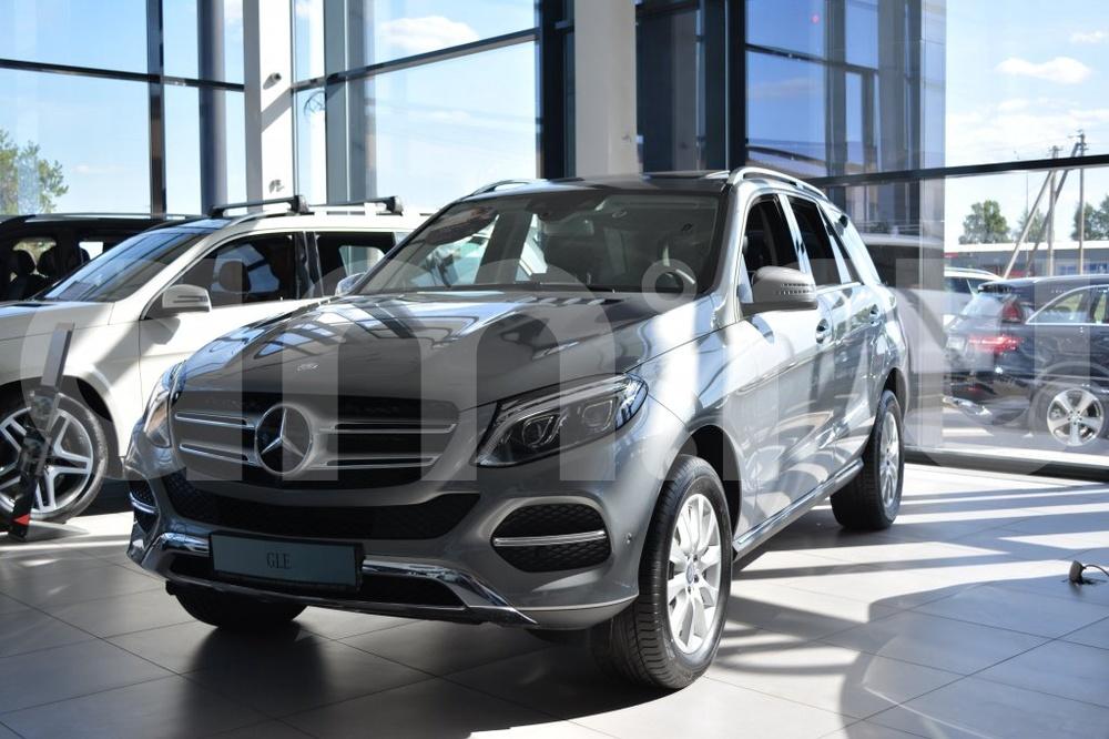 Новый авто Mercedes-Benz GLE-Класс, серебряный металлик, 2016 года выпуска, цена 5 212 683 руб. в автосалоне МБ-Орловка (Набережные Челны, тракт Мензелинский, д. 24)