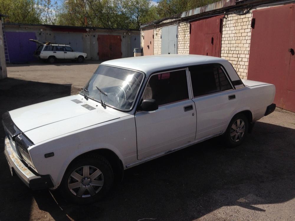 Подержанный ВАЗ (Lada) 2107, среднее состояние, белый , 2006 года выпуска, цена 45 000 руб. в Ульяновске