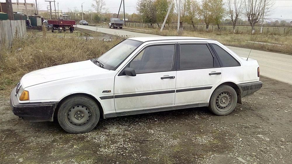 Подержанный Volvo 440, отличное состояние, белый , 1996 года выпуска, цена 95 000 руб. в Челябинской области