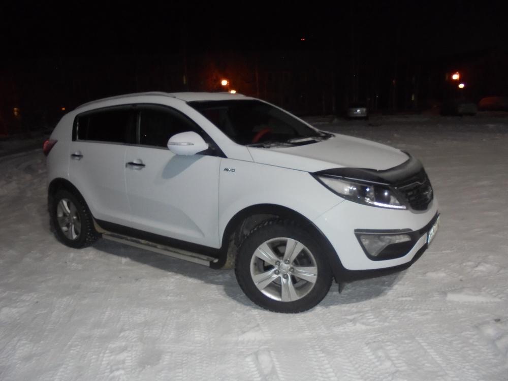 Подержанный Kia Sportage, хорошее состояние, белый , 2012 года выпуска, цена 800 000 руб. в ао. Ханты-Мансийском Автономном округе - Югре