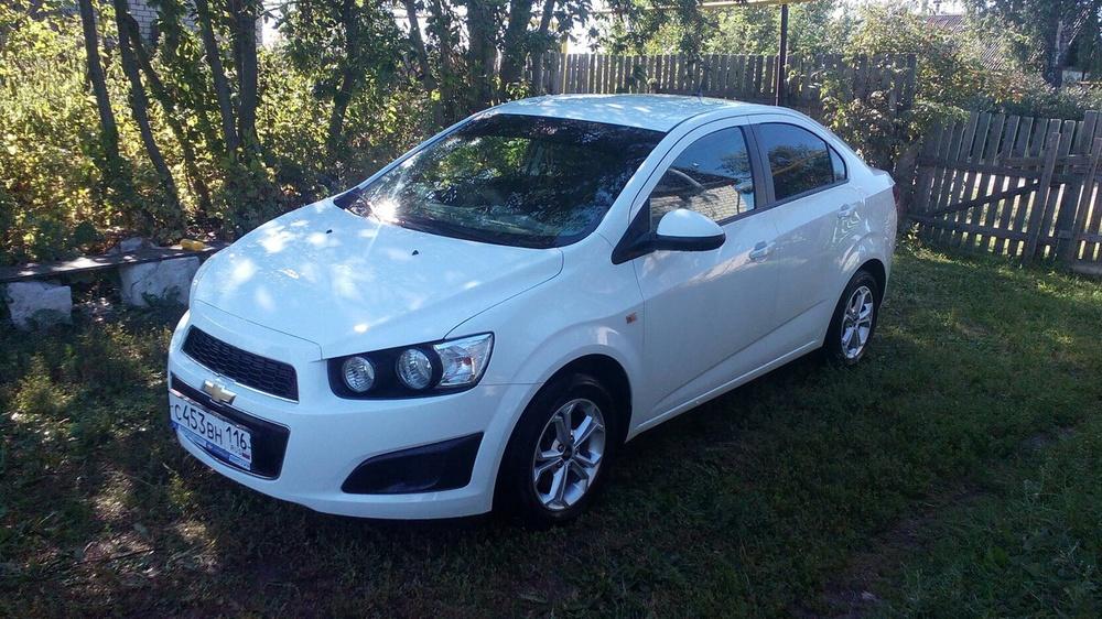 Подержанный Chevrolet Aveo, отличное состояние, белый , 2012 года выпуска, цена 435 000 руб. в республике Татарстане