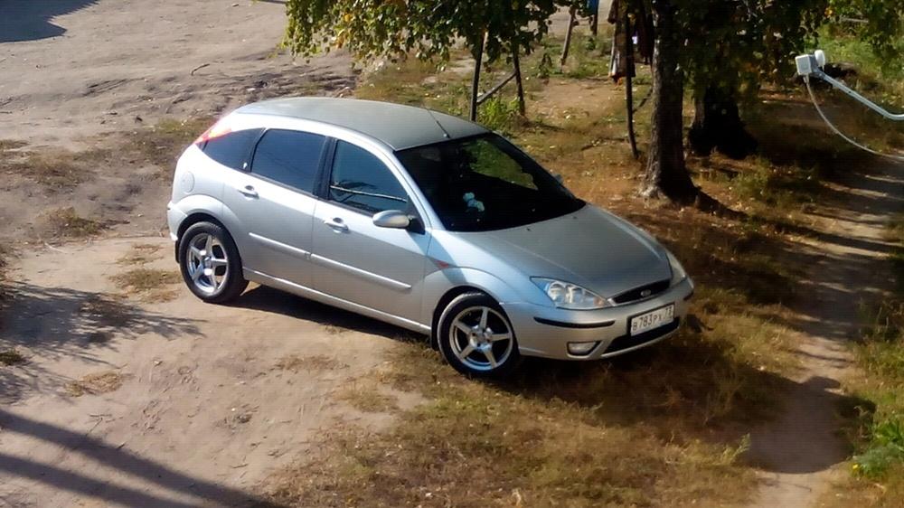 Подержанный Ford Focus, хорошее состояние, серебряный , 2003 года выпуска, цена 200 000 руб. в Ульяновской области