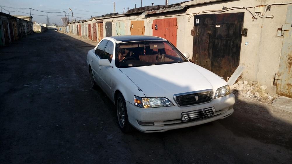 Подержанный Toyota Cresta, среднее состояние, белый , 1998 года выпуска, цена 170 000 руб. в Ульяновске