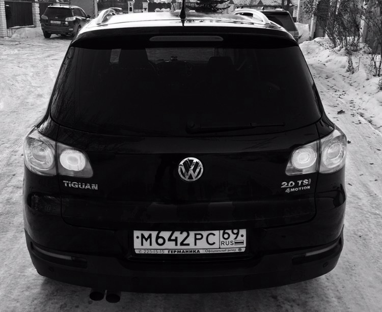 Подержанный Volkswagen Tiguan, отличное состояние, черный , 2011 года выпуска, цена 690 000 руб. в Твери