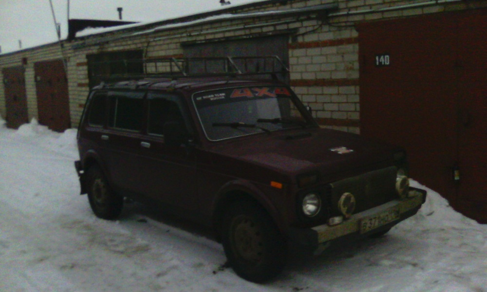 Подержанный ВАЗ (Lada) 4x4, среднее состояние, вишневый , 2003 года выпуска, цена 146 000 руб. в республике Татарстане