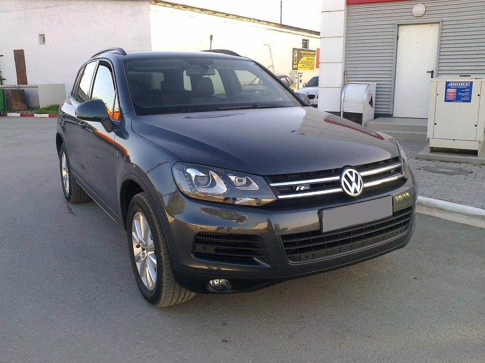 Подержанный Volkswagen Touareg, отличное состояние, серый , 2011 года выпуска, цена 1 490 000 руб. в Крыму