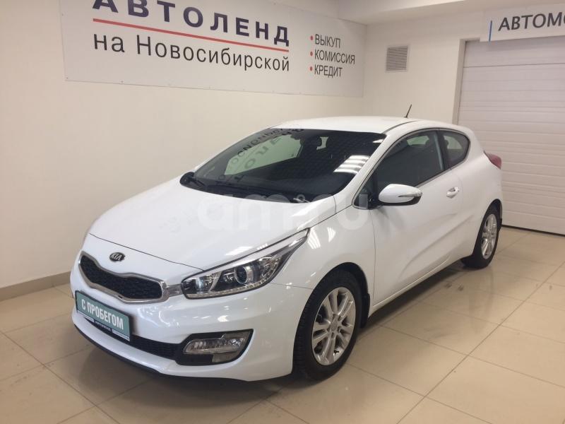 Kia Cee'd с пробегом, белый , отличное состояние, 2013 года выпуска, цена 815 000 руб. в автосалоне  ()