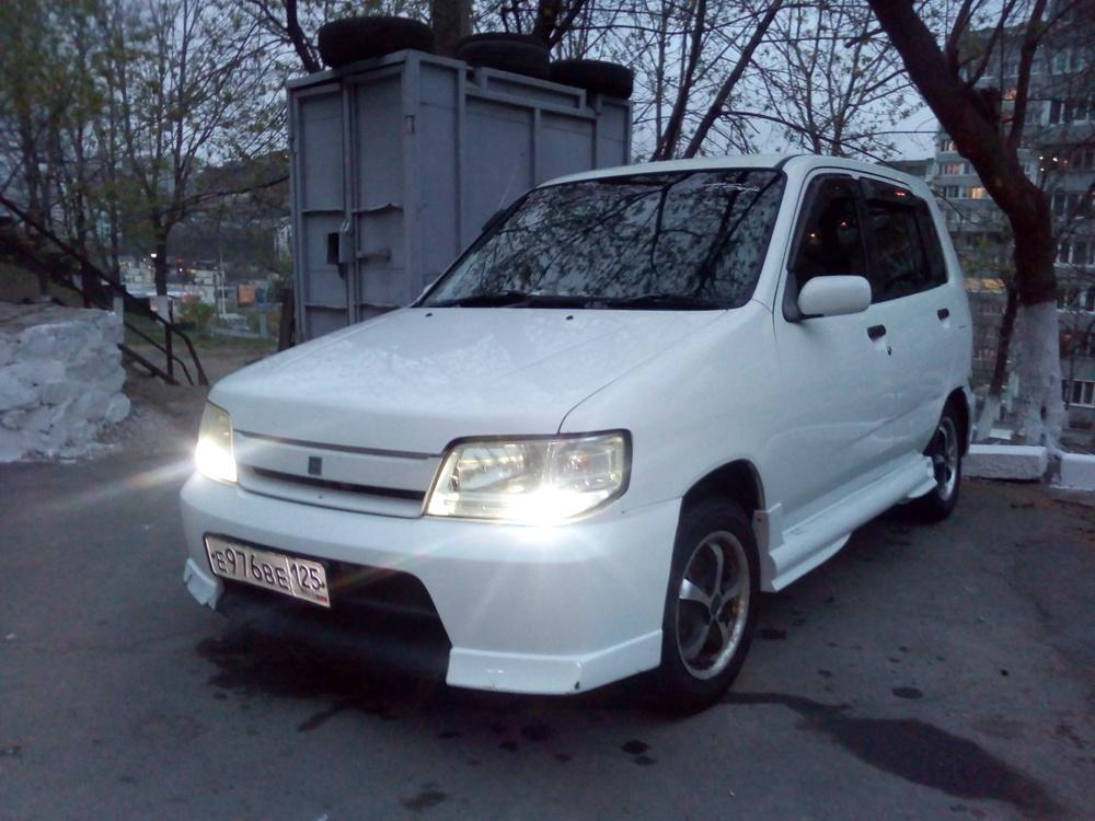 Подержанный Nissan Cube, хорошее состояние, белый акрил, 2001 года выпуска, цена 140 000 руб. в Владивостоке