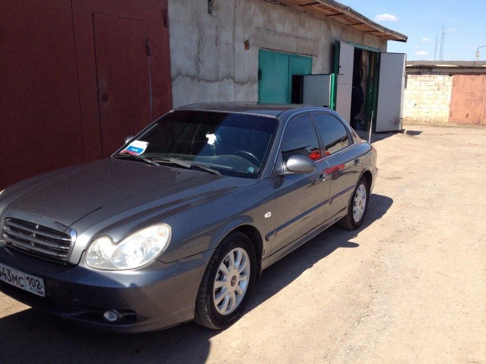 Подержанный Hyundai Sonata, хорошее состояние, серый , 2004 года выпуска, цена 200 000 руб. в Челябинской области