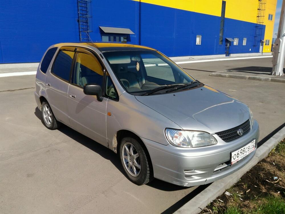 Подержанный Toyota Corolla Spacio, хорошее состояние, серебряный металлик, 1999 года выпуска, цена 240 000 руб. в Тюмени