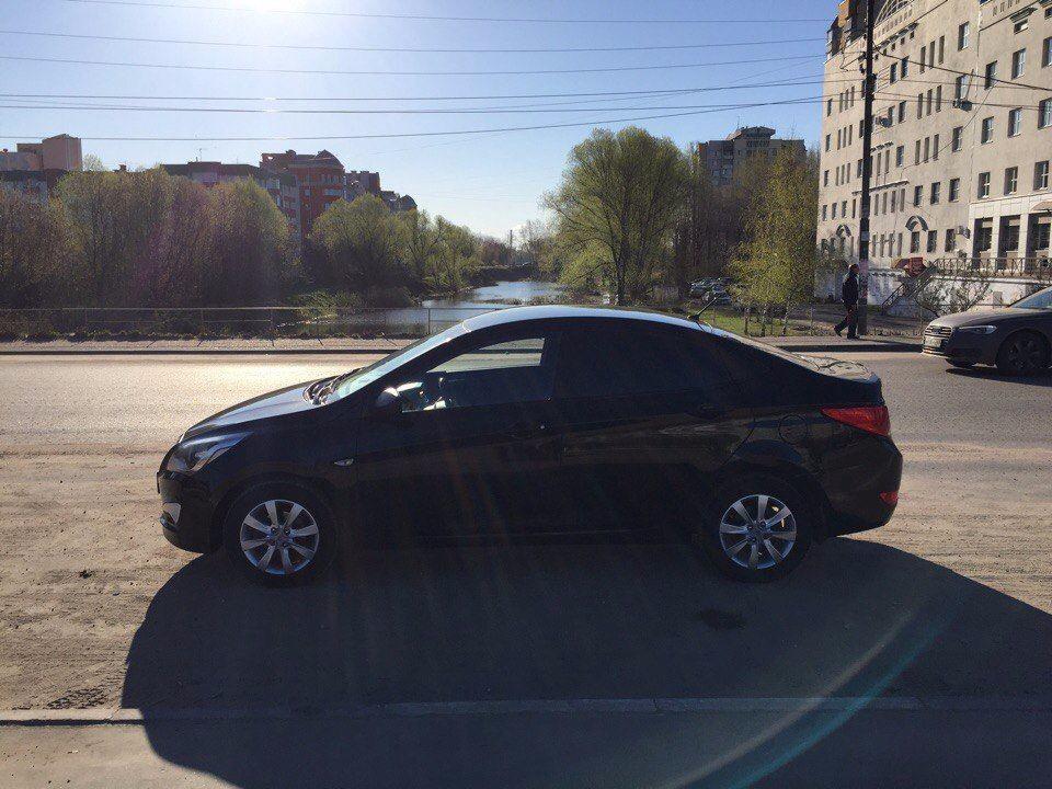Подержанный Hyundai Solaris, отличное состояние, черный , 2014 года выпуска, цена 457 000 руб. в Твери