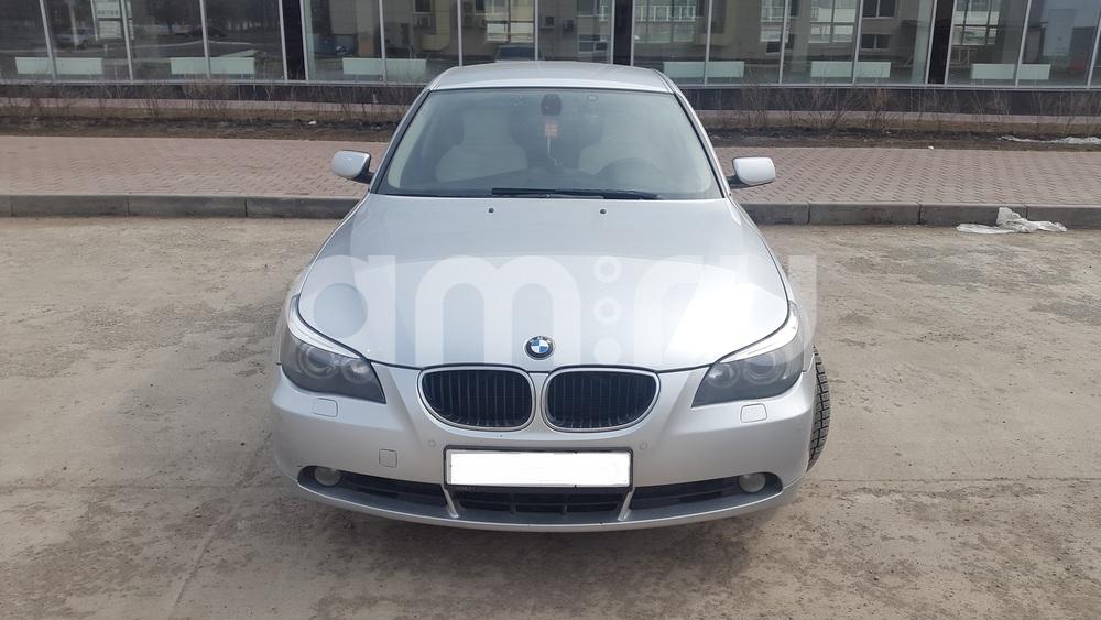 Подержанный BMW 5 серия, отличное состояние, серебряный металлик, 2004 года выпуска, цена 530 000 руб. в Тюмени