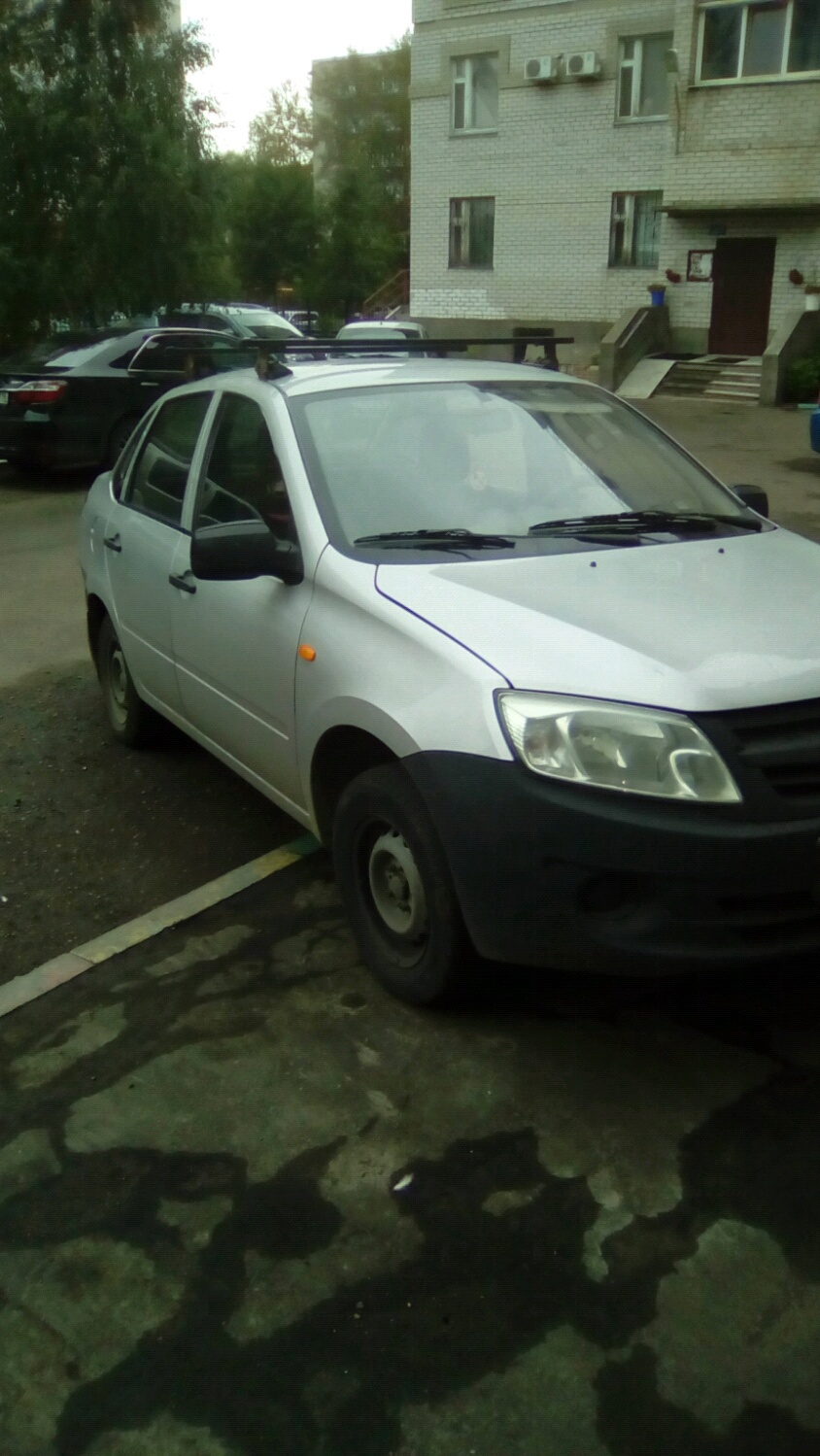 Подержанный ВАЗ (Lada) Granta, хорошее состояние, серебряный , 2012 года выпуска, цена 209 000 руб. в республике Татарстане