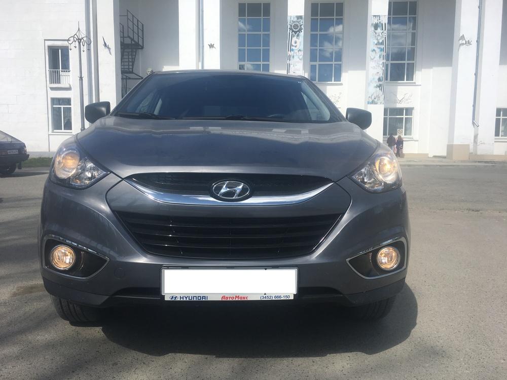 Подержанный Hyundai ix35, отличное состояние, серый , 2013 года выпуска, цена 990 000 руб. в Тюмени